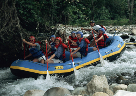 Family rafting tour in Turrialba on the Pejibaye River.